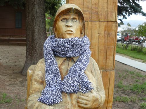 <p>Plaited scarf&nbsp;</p>