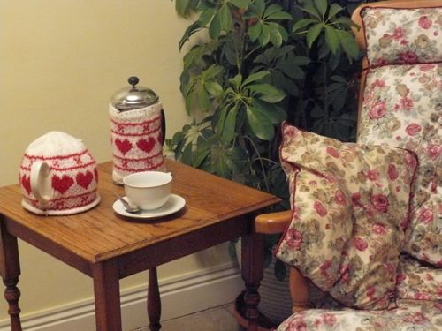 <p>Cafetiere &amp; Tea Cosy</p>