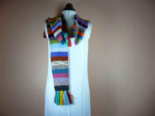 <p>striped scarf</p>